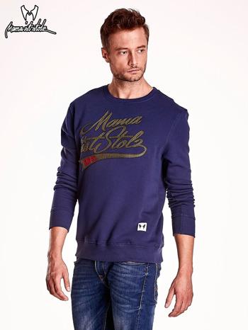 Granatowa bluza męska z tekstowymi naszywkami                                  zdj.                                  4