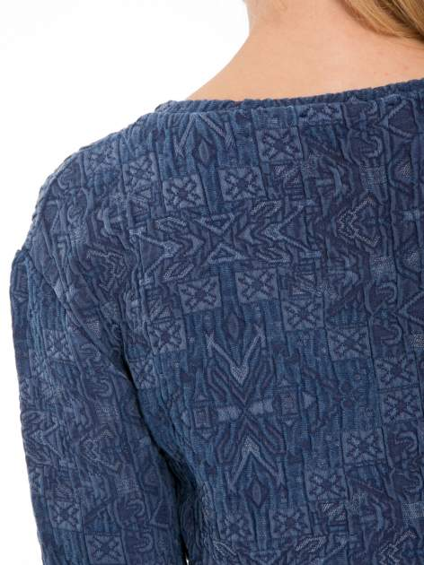 Granatowa bluza tłoczona w azteckie wzory                                  zdj.                                  8