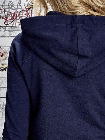 Granatowa bluza z kapturem i napisem HONOUR                                  zdj.                                  8