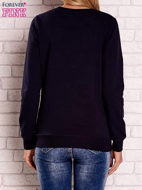 Granatowa bluza z motywem paryskim                                  zdj.                                  4