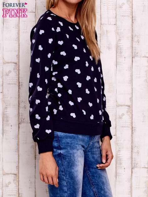 Granatowa bluza z nadrukiem serduszek                                  zdj.                                  4
