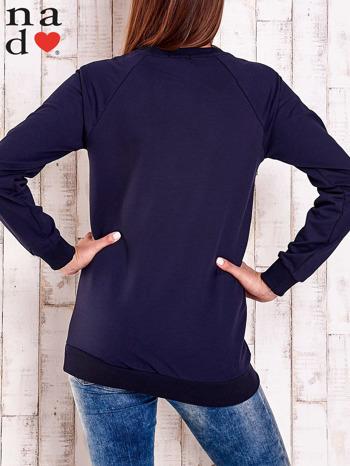 Granatowa bluza z napisem PARIS LONDON NEW YORK                                  zdj.                                  5