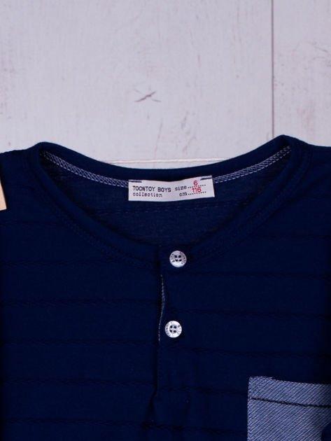 Granatowa bluzka chłopięca w plecione paski z kieszonką                              zdj.                              3