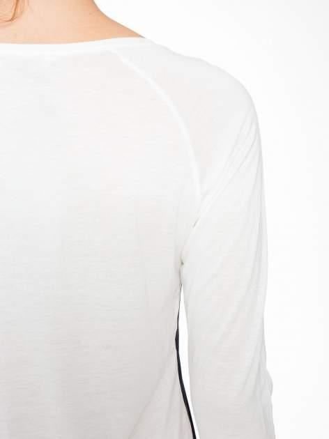 Granatowa bluzka z motywem serca i reglanowymi rękawami                                  zdj.                                  9