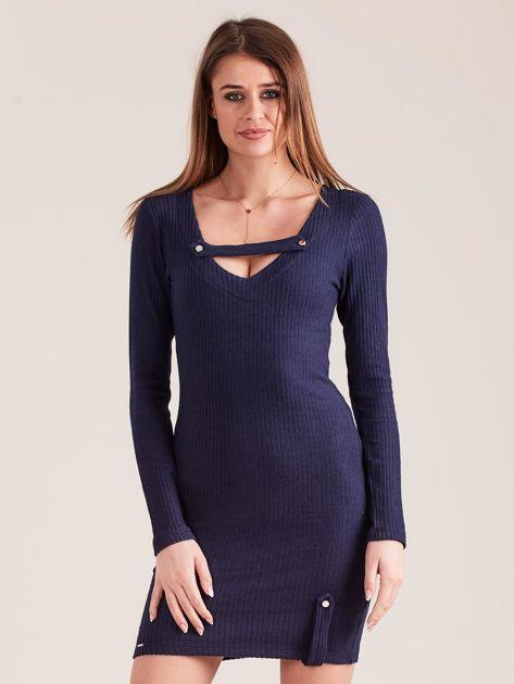Granatowa dopasowana sukienka z głębokim dekoltem V                              zdj.                              1