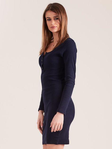 Granatowa dopasowana sukienka z guzikami                              zdj.                              3