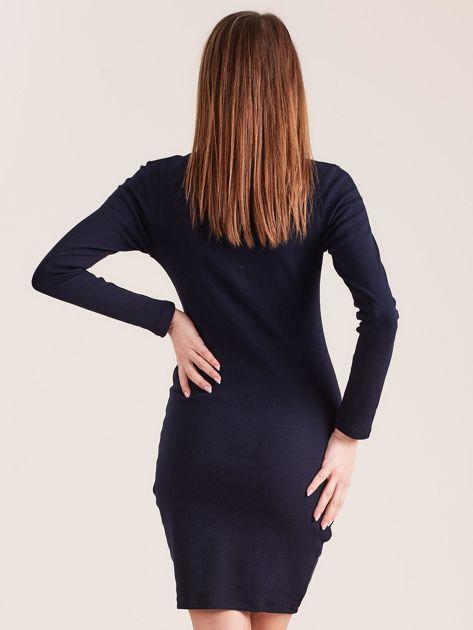 Granatowa dopasowana sukienka z guzikami                              zdj.                              2