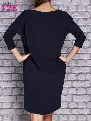 Granatowa gładka sukienka oversize                                  zdj.                                  4