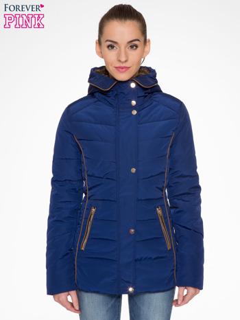 Granatowa kurtka zimowa ze skórzaną lamówką i futrzanym kapturem                                  zdj.                                  1