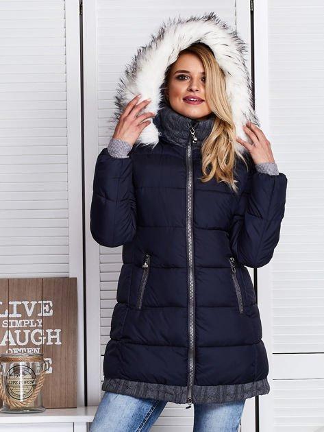 Granatowa kurtka zimowa ze swetrowym wykończeniem                              zdj.                              1