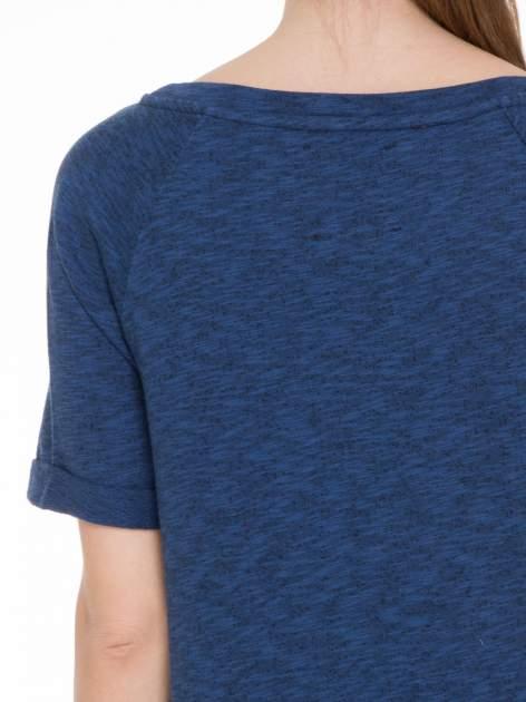 Granatowa melanżowa bluzka z wywijanymi rękawkami                                  zdj.                                  5