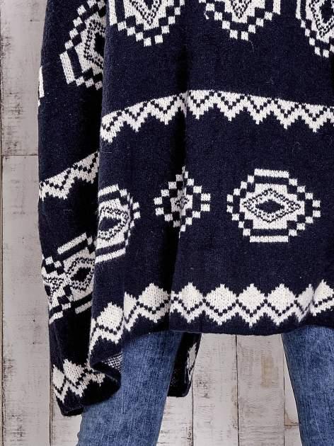 Granatowa narzutka w azteckie wzory                                  zdj.                                  6