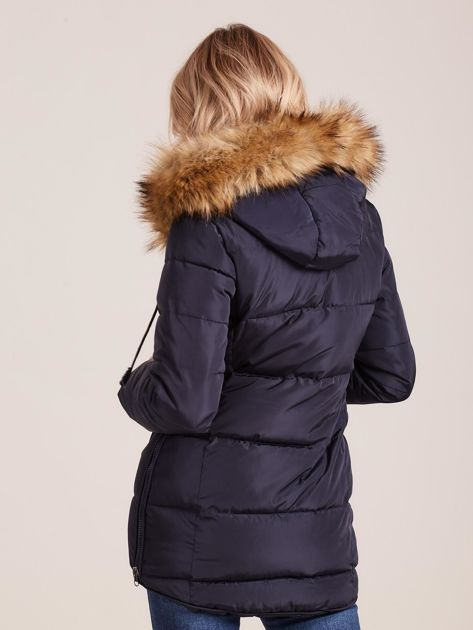Granatowa pikowana kurtka damska z futerkiem                              zdj.                              2