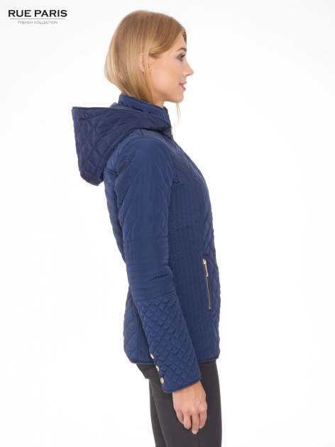 Granatowa pikowana kurtka z kapturem w stylu husky                                  zdj.                                  3