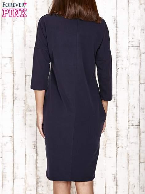 Granatowa prosta sukienka dresowa                                  zdj.                                  4