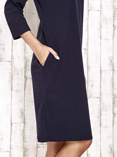 Granatowa prosta sukienka dresowa                                  zdj.                                  5