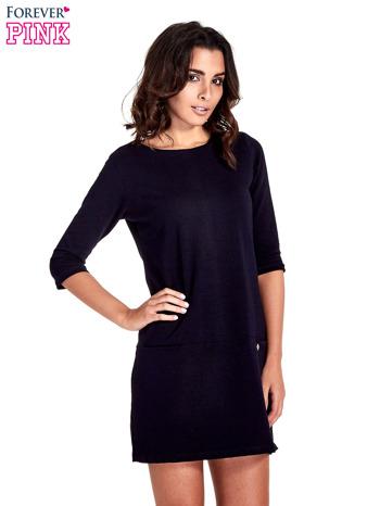 Granatowa prosta sukienka z kieszeniami                                   zdj.                                  1