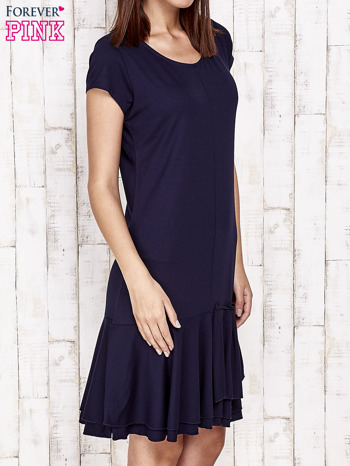 Granatowa sukienka dresowa z ozdobną falbaną                                  zdj.                                  3