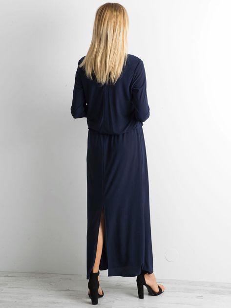 Granatowa sukienka maxi z wycięciem                              zdj.                              2