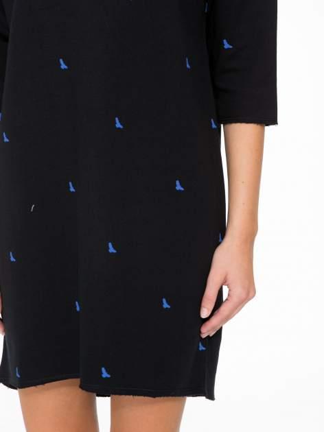 Granatowa sukienka oversize we wzór w ptaszki                                  zdj.                                  7
