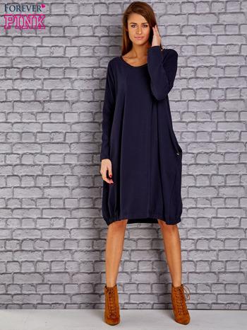 Granatowa sukienka oversize ze ściągaczem na dole                                   zdj.                                  2