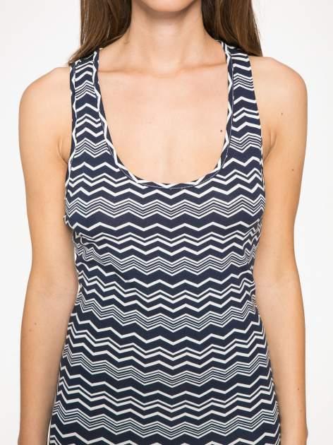 Granatowa sukienka we wzór zig-zag z frędzlami na dole                                  zdj.                                  6