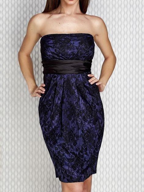 Granatowa sukienka wieczorowa z koronką i wiązaniem                              zdj.                              1