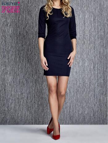 Granatowa sukienka z marszczeniami przy dekolcie                                  zdj.                                  1