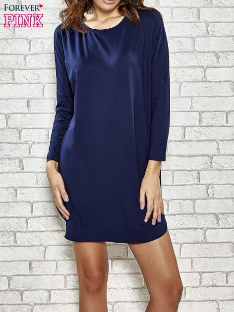 Granatowa sukienka z rozporkami po bokach                                  zdj.                                  1
