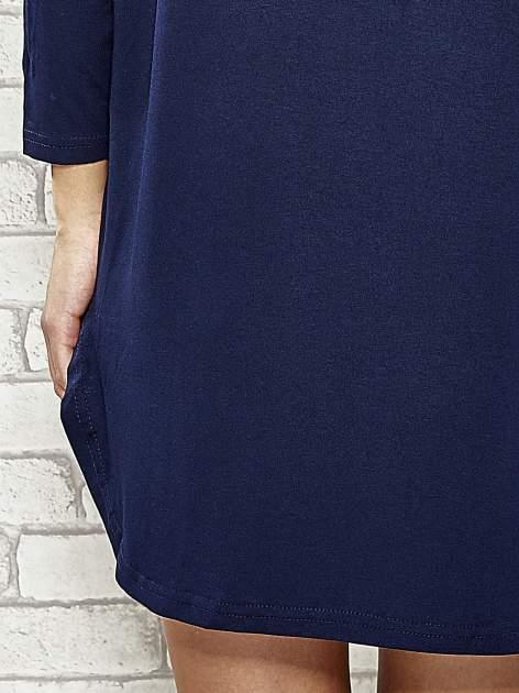 Granatowa sukienka z rozporkami po bokach                                  zdj.                                  7