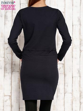 Granatowa sukienka z wiązaniem                                   zdj.                                  4