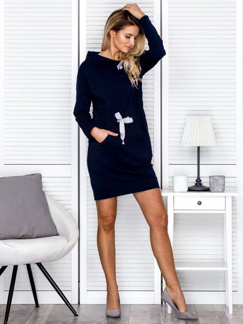 Granatowa sukienka z wstążkami                               zdj.                              4
