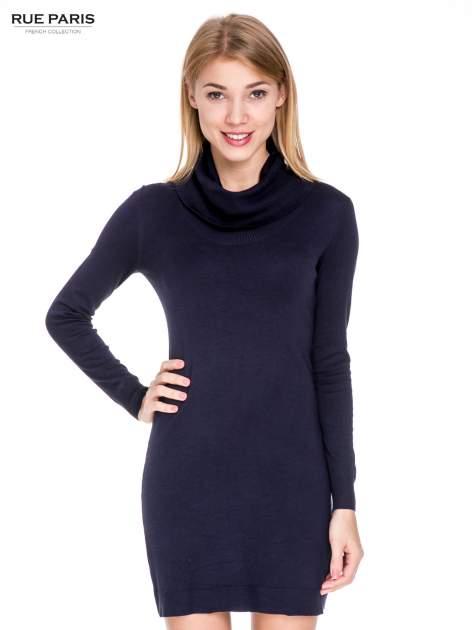Granatowa swetrowa sukienka z golfem