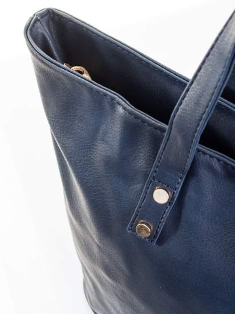Granatowa torba ze złotym detalem                                  zdj.                                  6