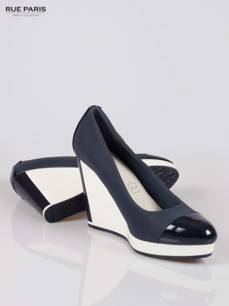 Granatowe buty damskie na kontrastowym koturnie                                  zdj.                                  4