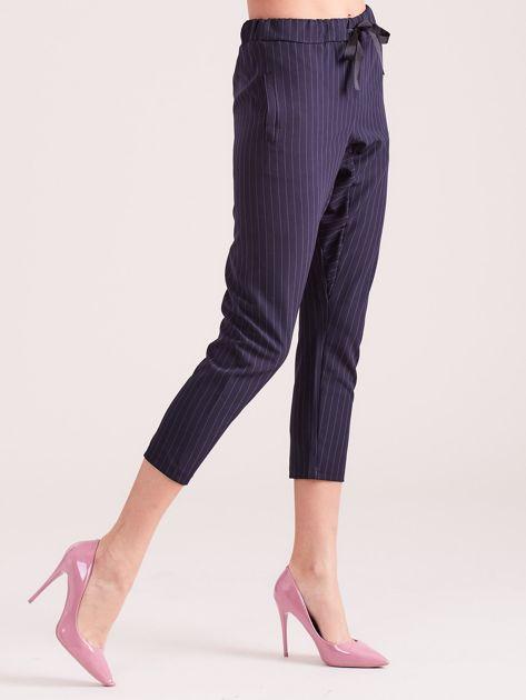 Granatowe eleganckie spodnie 7/8 w prążki                              zdj.                              5