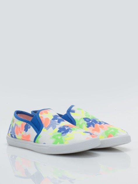 Granatowe kwiatowe buty slip-on                                  zdj.                                  2
