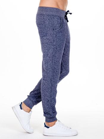 Granatowe melanżowe spodnie męskie z kieszeniami i aplikacją                                  zdj.                                  3