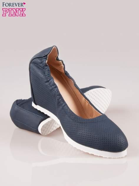 Granatowe siateczkowe buty na koturnie                                  zdj.                                  4