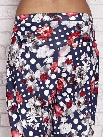 Granatowe spodnie capri w grochy                                  zdj.                                  6