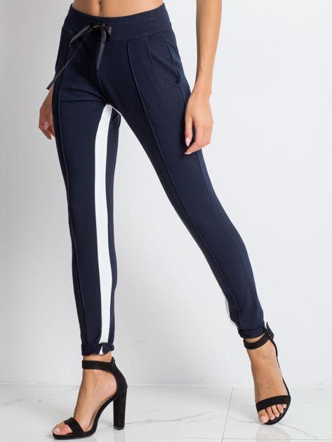 Granatowe spodnie dresowe Defined                              zdj.                              3