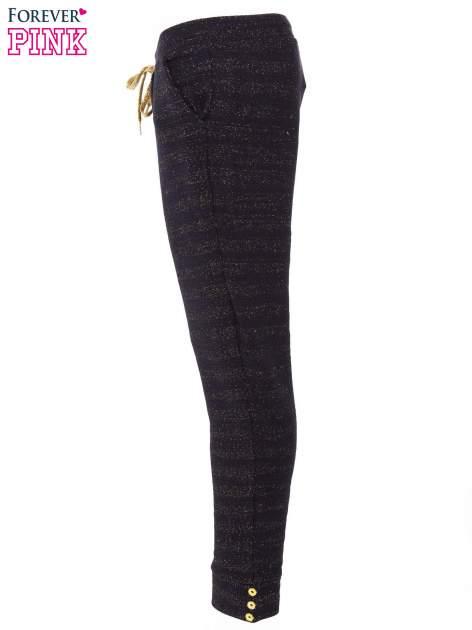 Granatowe spodnie dresowe przeplatane metaliczną nicią                                  zdj.                                  2