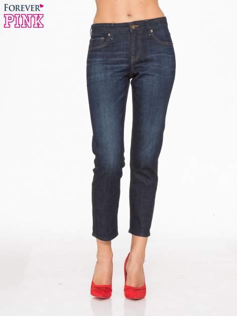 Granatowe spodnie  girlfriend jeans z cieniowaniem                                  zdj.                                  1