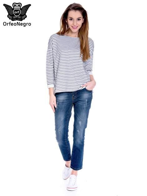 Granatowe spodnie girlfriend jeans z przetarciami                                  zdj.                                  2