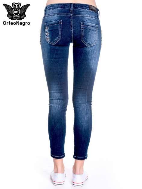 Granatowe spodnie skinny jeans z haftem                                  zdj.                                  5