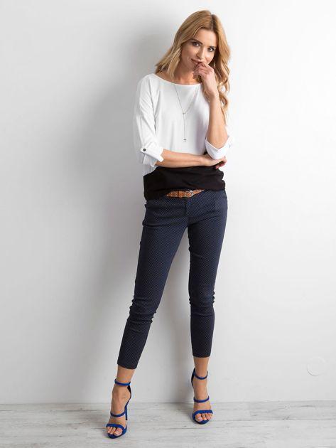 Granatowe spodnie w groszki                              zdj.                              4