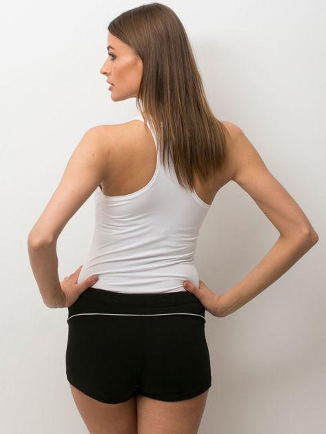 Granatowe szorty sportowe z białą wstawką                              zdj.                              2