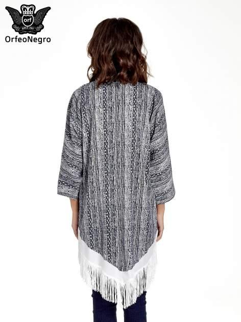 Granatowe wzorzyste kimono z frędzlami w stylu boho                                  zdj.                                  4