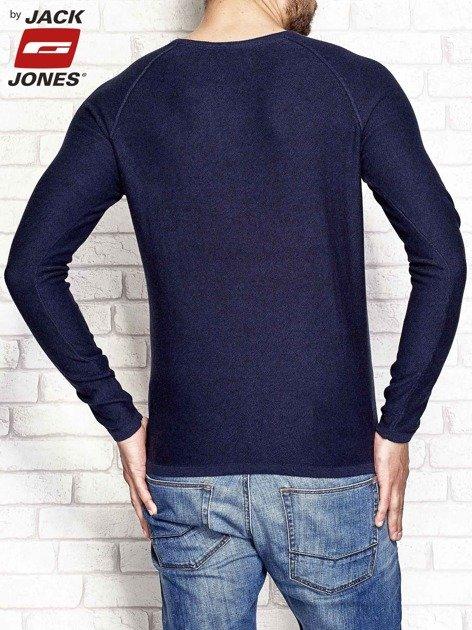 Granatowy dopasowany sweter męski