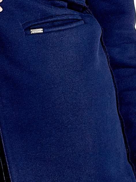 Granatowy dresowy bluzopłaszczyk o pudełkowym kroju                                  zdj.                                  6